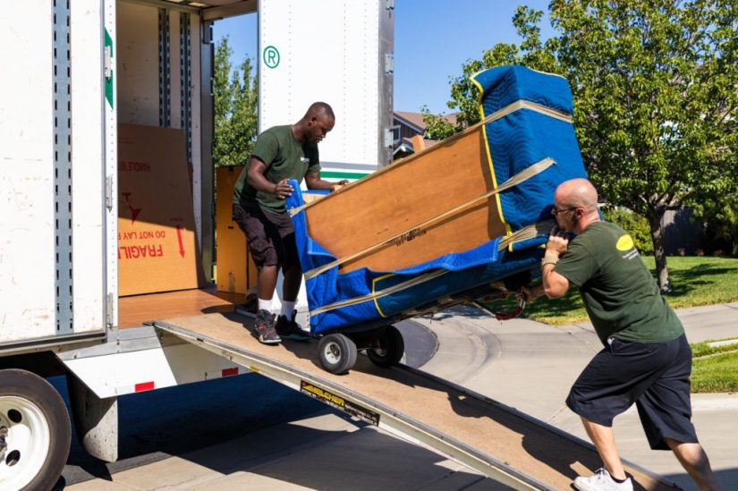 10 Reasons to Hire Professional Movers